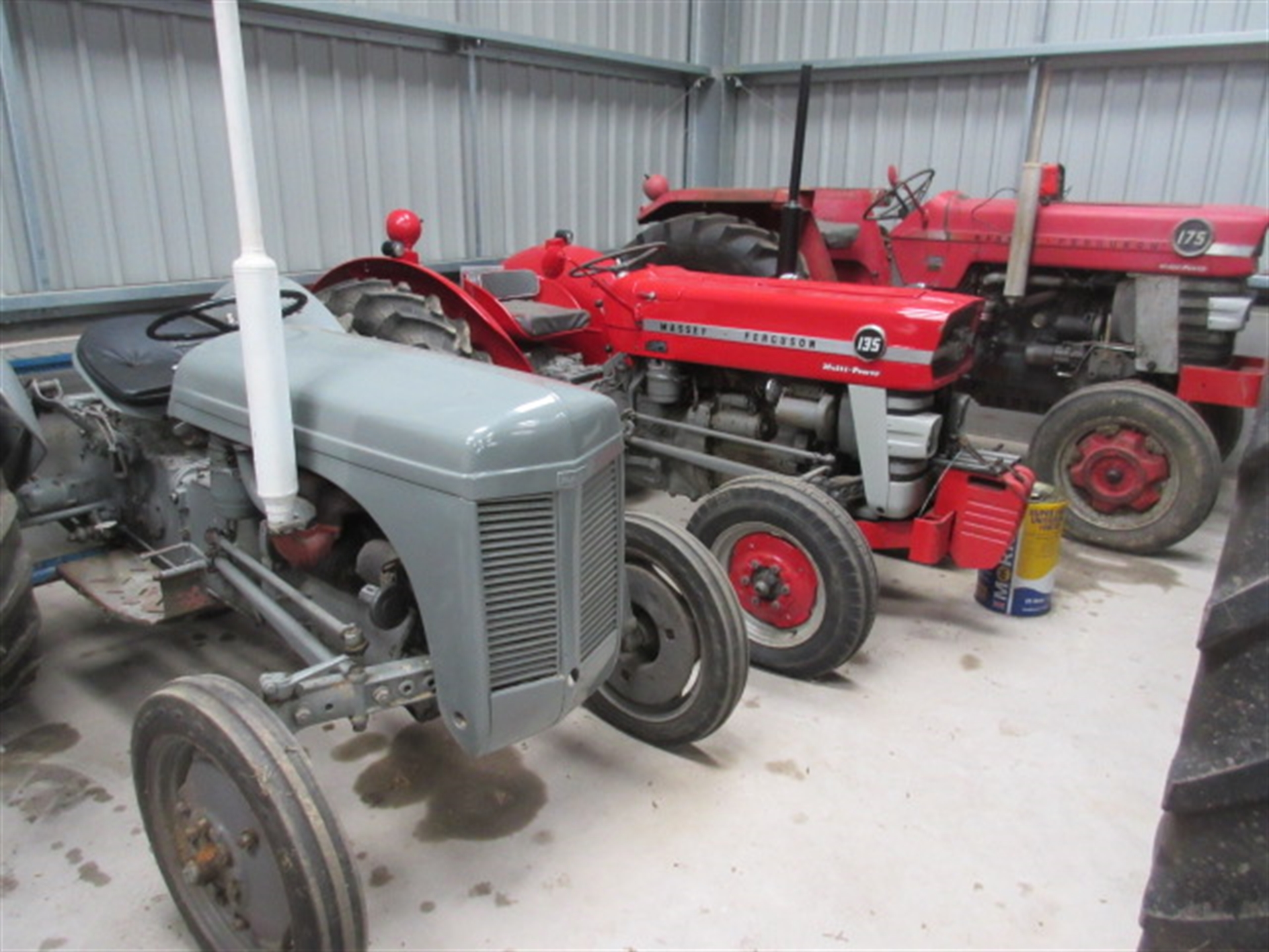 Auction sale of classic & vintage tractors, modern machinery